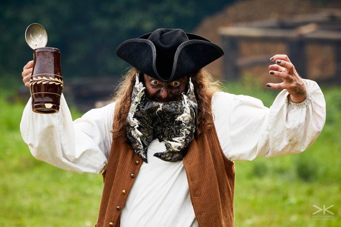 Bezkrálí XIV. Zvolte ho než dojde rum! [larp]